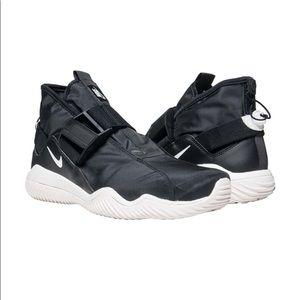 New Size 11.5 Nike Komyuter
